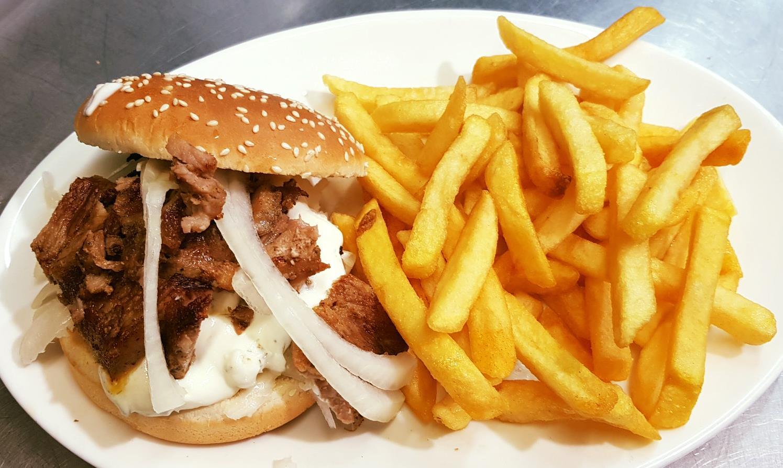 Gyrosburger mit Pommes
